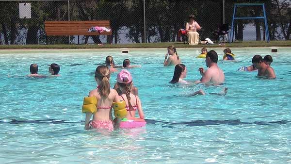 public-swimming-pool_19073