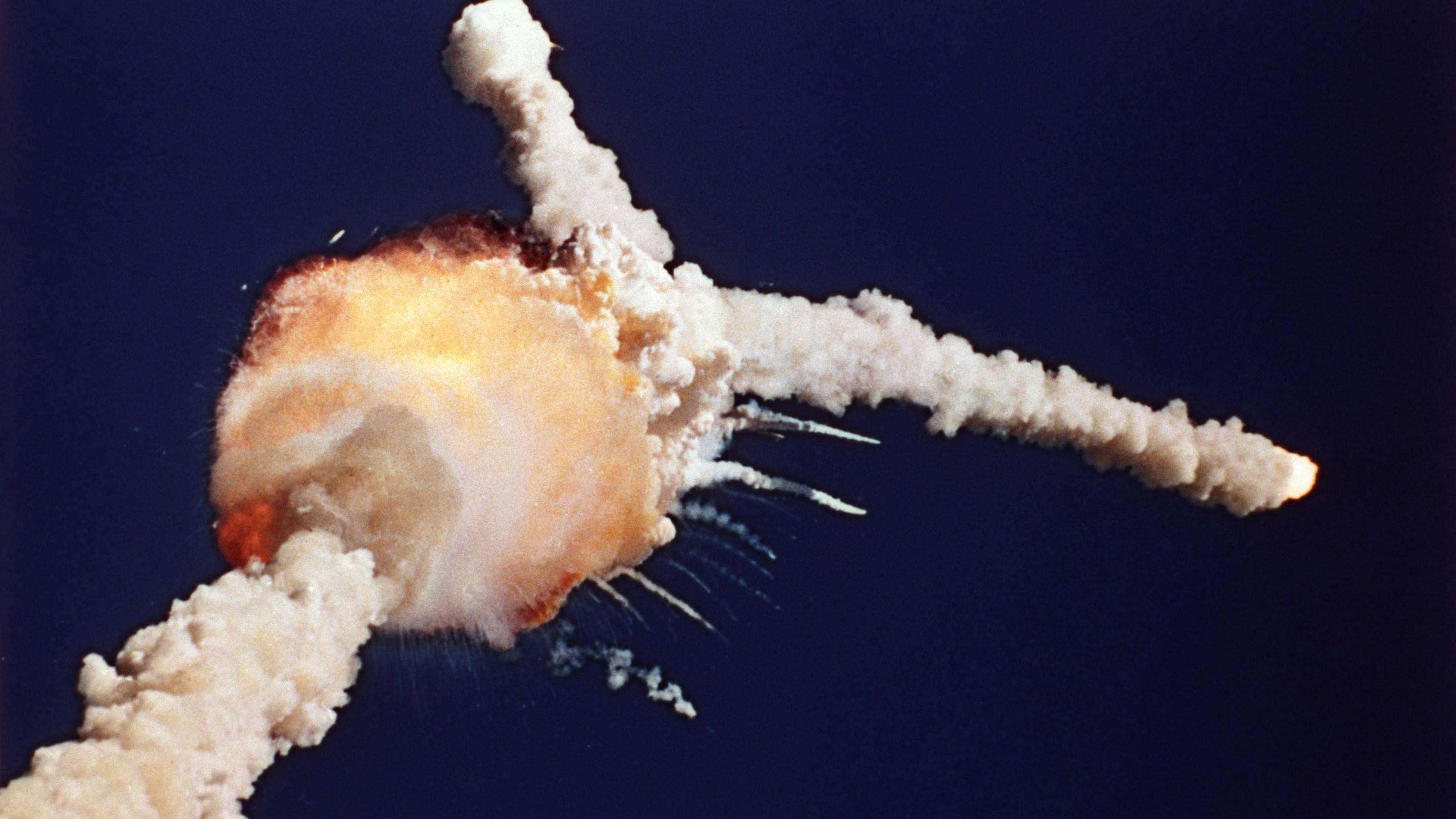 Space Shuttle Challenger_103595