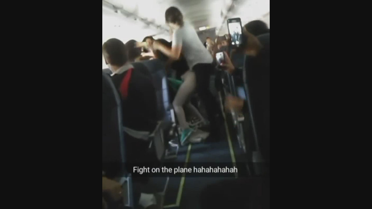 VIDEO_ Brawl breaks out over boom box on LAX-bound flight_119047