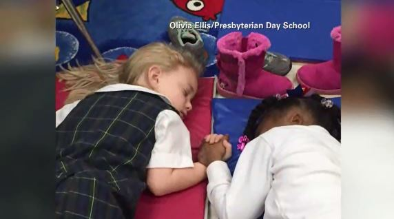 School's sweet nap time photo goes viral_125409