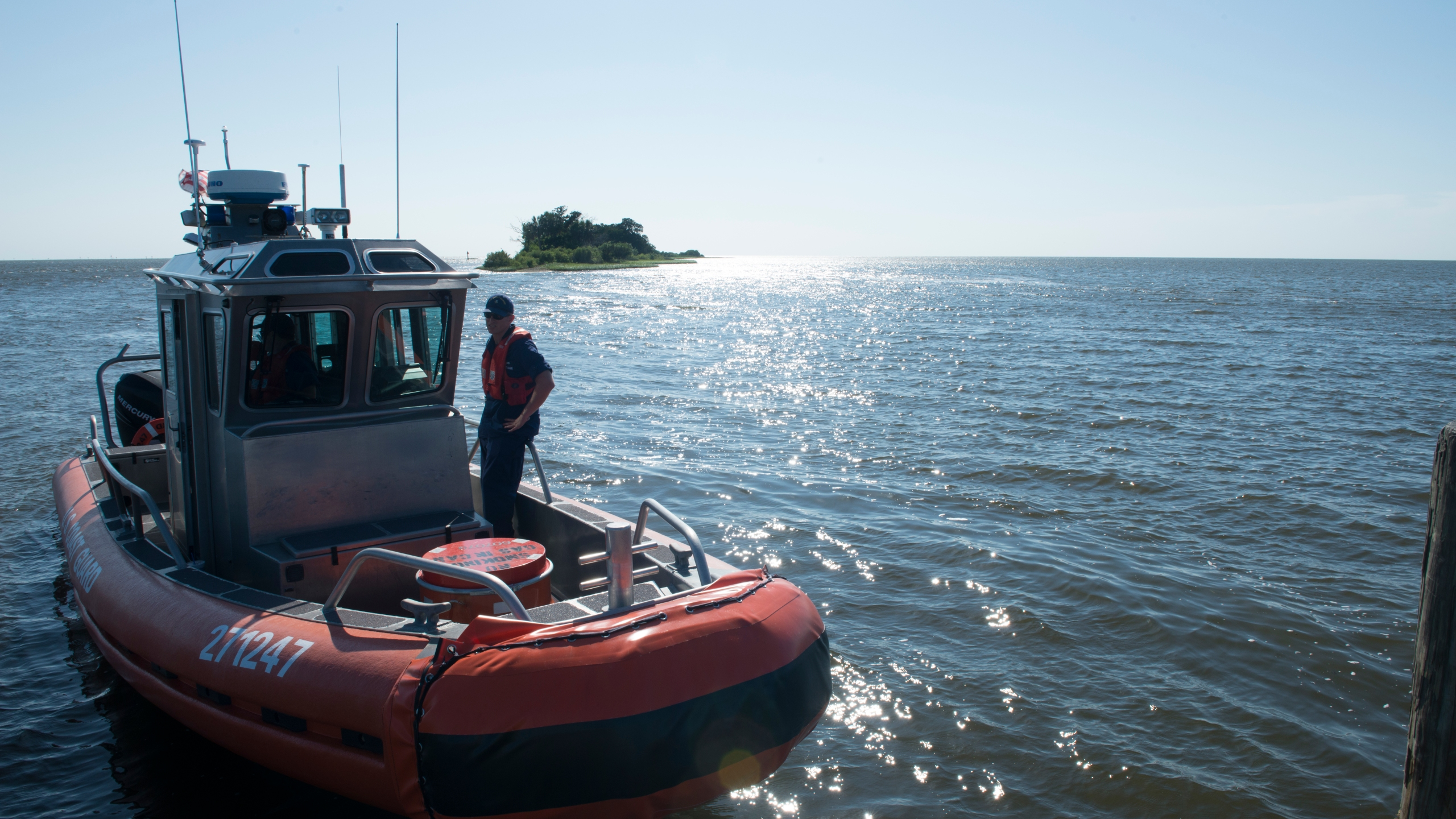 Coast Guard continues search for missing diver_149238