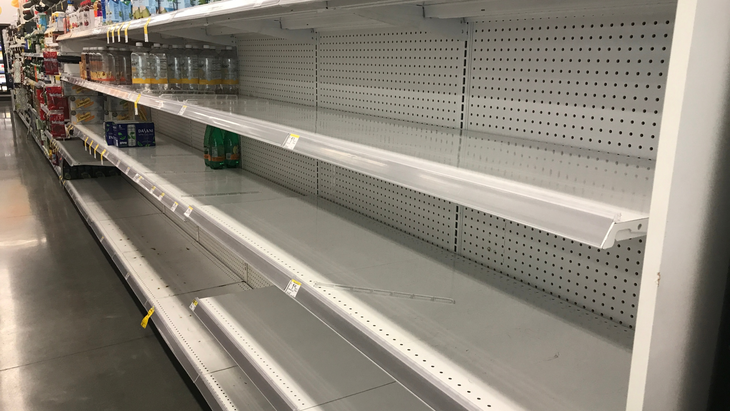 No water walgreens on swann ave_443955