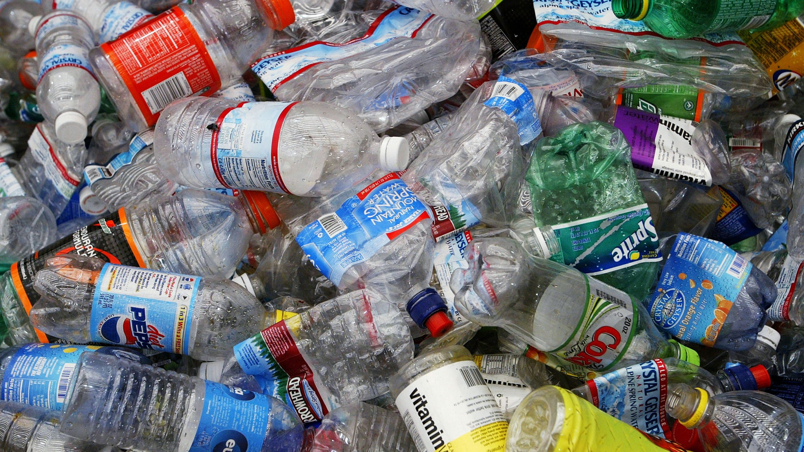 Bottled Water Craze Outpaces Recycling Efforts_498538