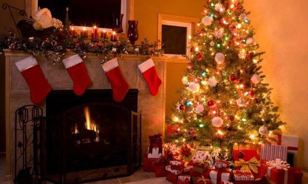 christmas-stockings-fireplace-holiday-christmas-tree_1513899484101_325387_ver1-0_30462887_ver1-0_640_360_524262