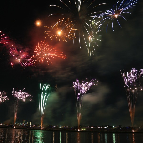 fireworks-74689_1920_528742