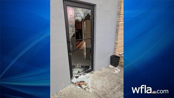 smashed door_526045