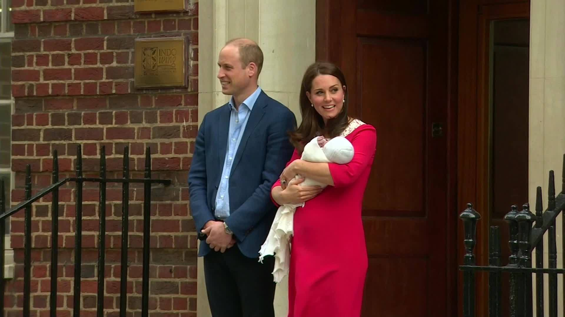 Duchess of Cambridge leaves hospital with her newborn sonSource:CNNEmbargo:NONE