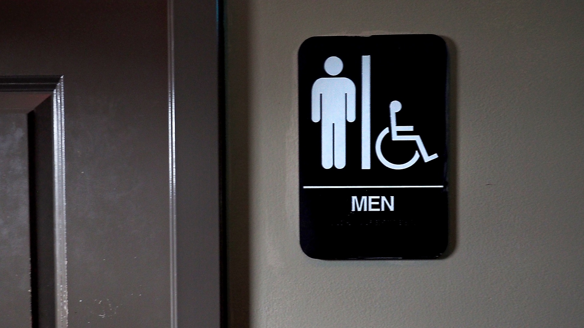 MEN'S BATHROOM