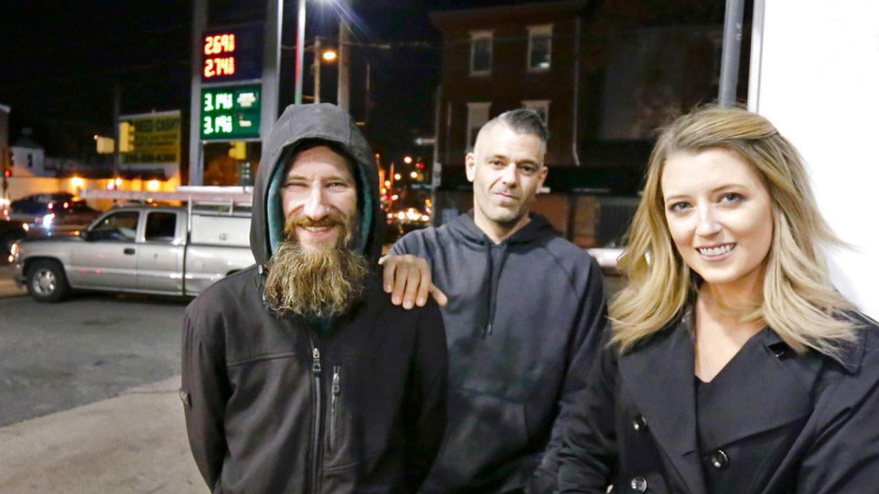 homeless-man-helps-woman_367660-873772846