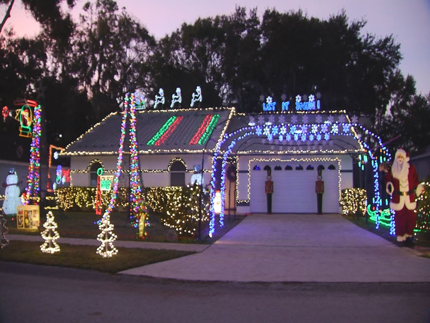 How Long Do Christmas Lights Last.Polk Dazzling Light Show Honors Wife S Last Wish Make Sure