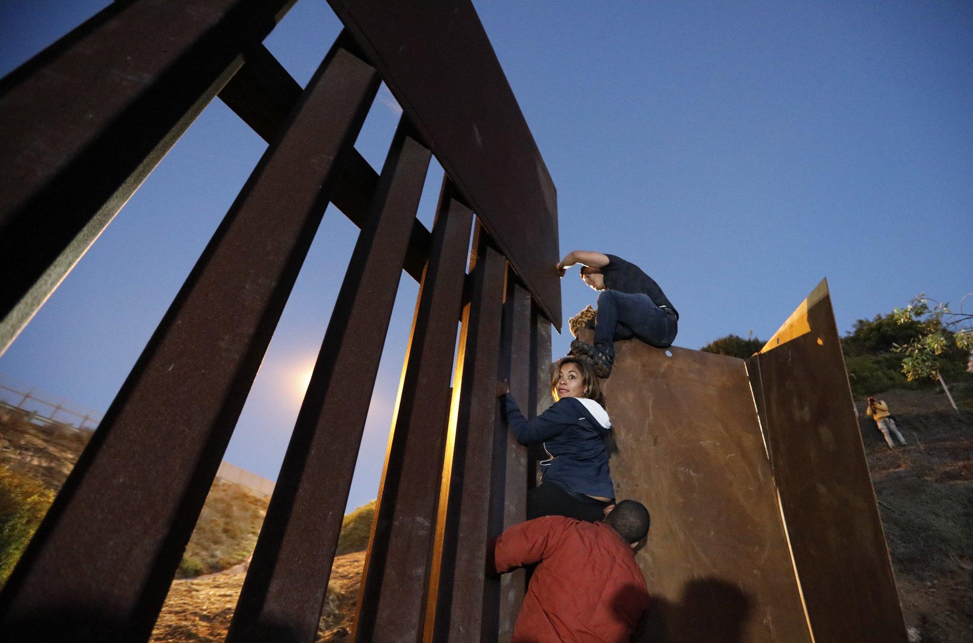 migrants tijuana central america-846653543