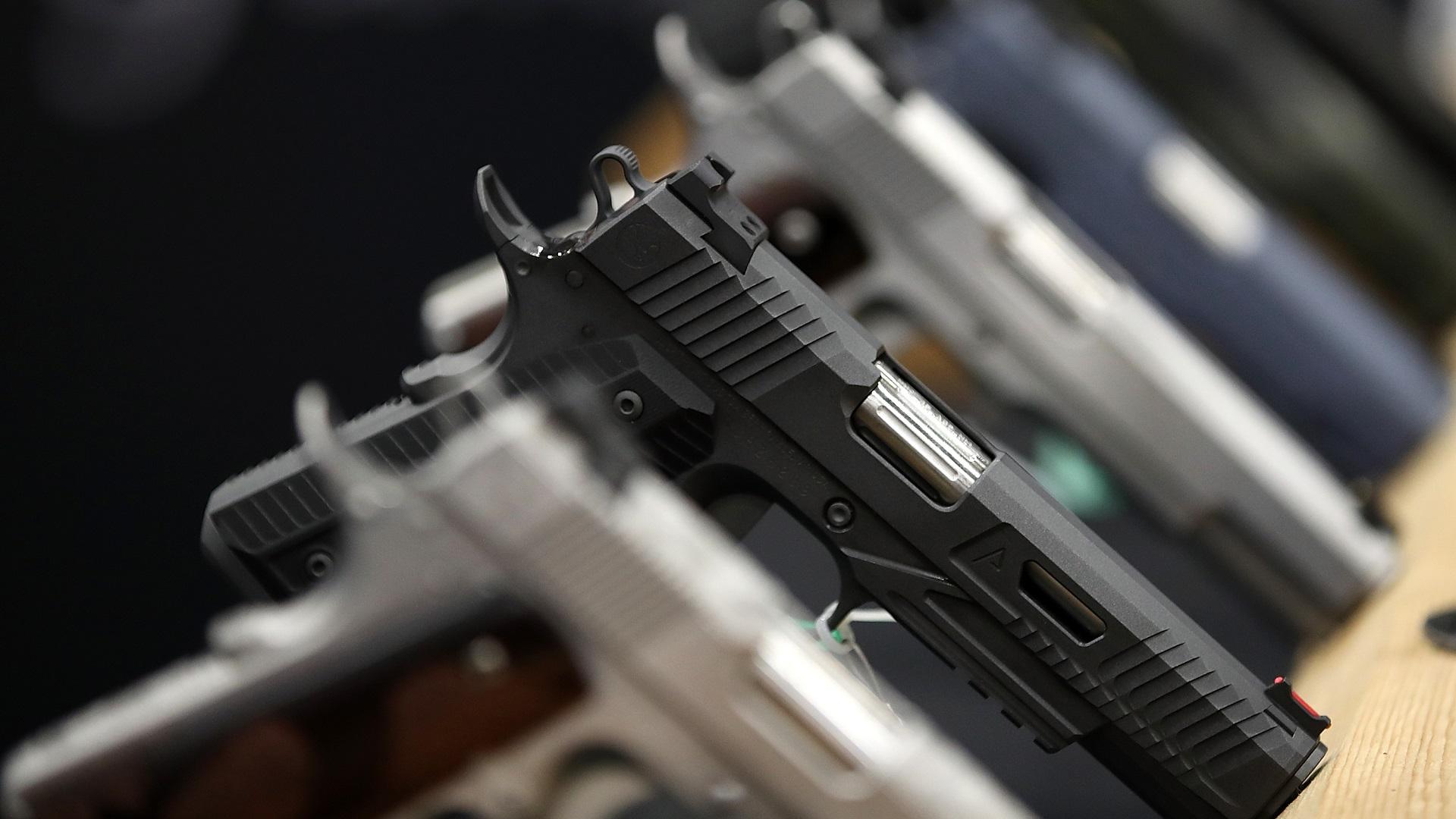 HANDGUNS GUN GENERIC