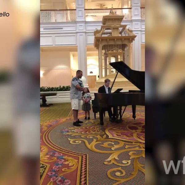 Singing_Ave_Maria_at_the_Grand_Floridian_0_20190328174532