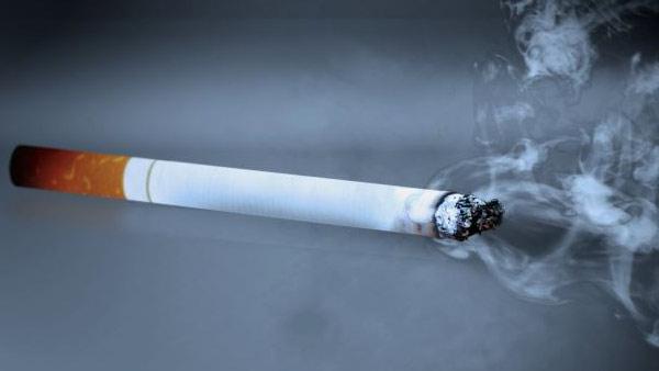 R-CIGARETTE-SMOKING--mug-ba_523770