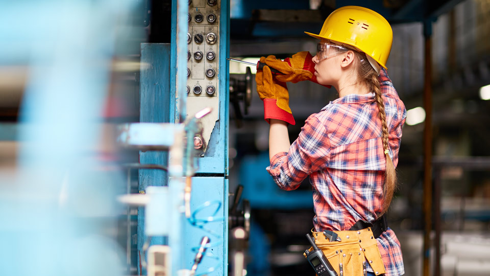 GettyImages-worker-labor-ma_1556653533511.jpg