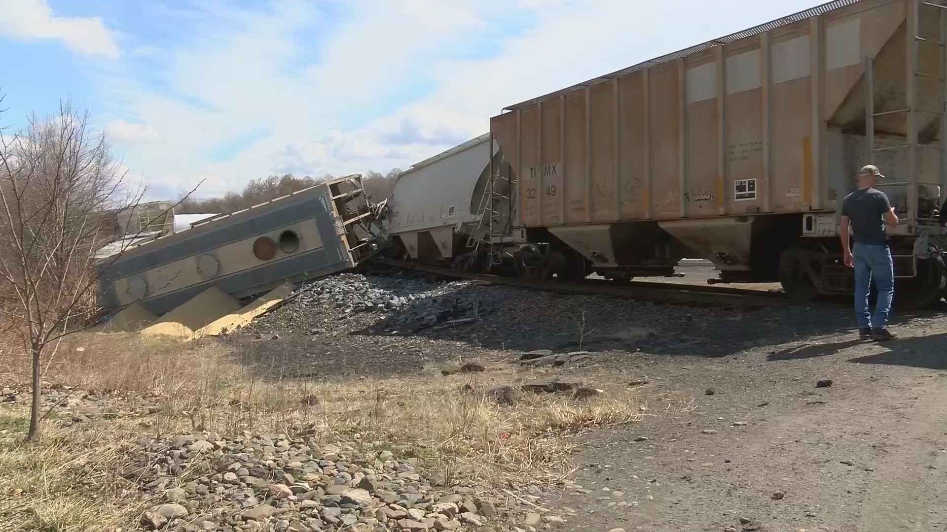 Train_derails_in_Dickson_City_0_20190409220644-60044163