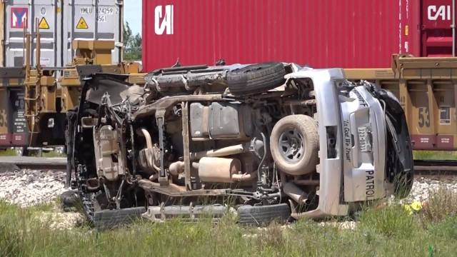 Video Train Slams Into Texas Deputy S Cruiser