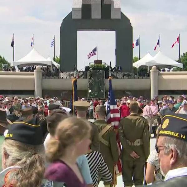 Crowds_gather_at_D_Day_Memorial_in_Virgi_5_20190607170917