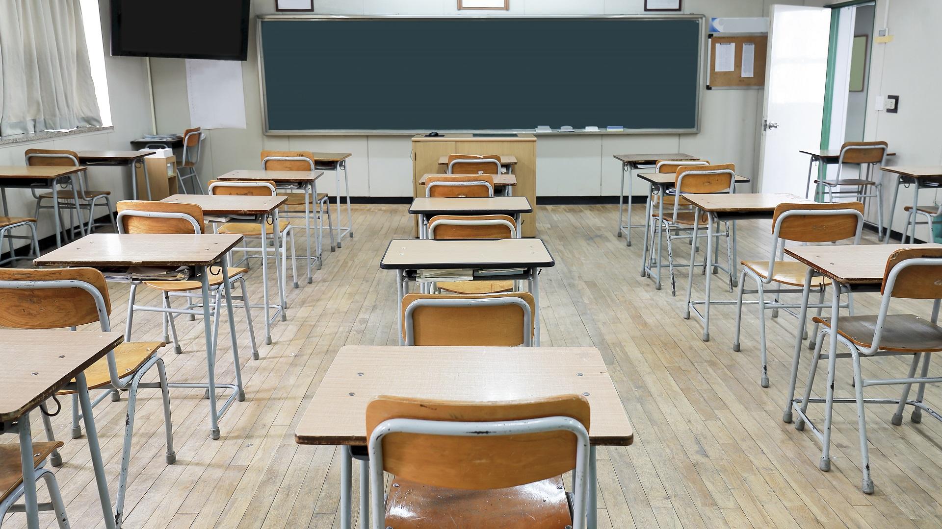 SCHOOL CLASSROOM GENERIC DESK