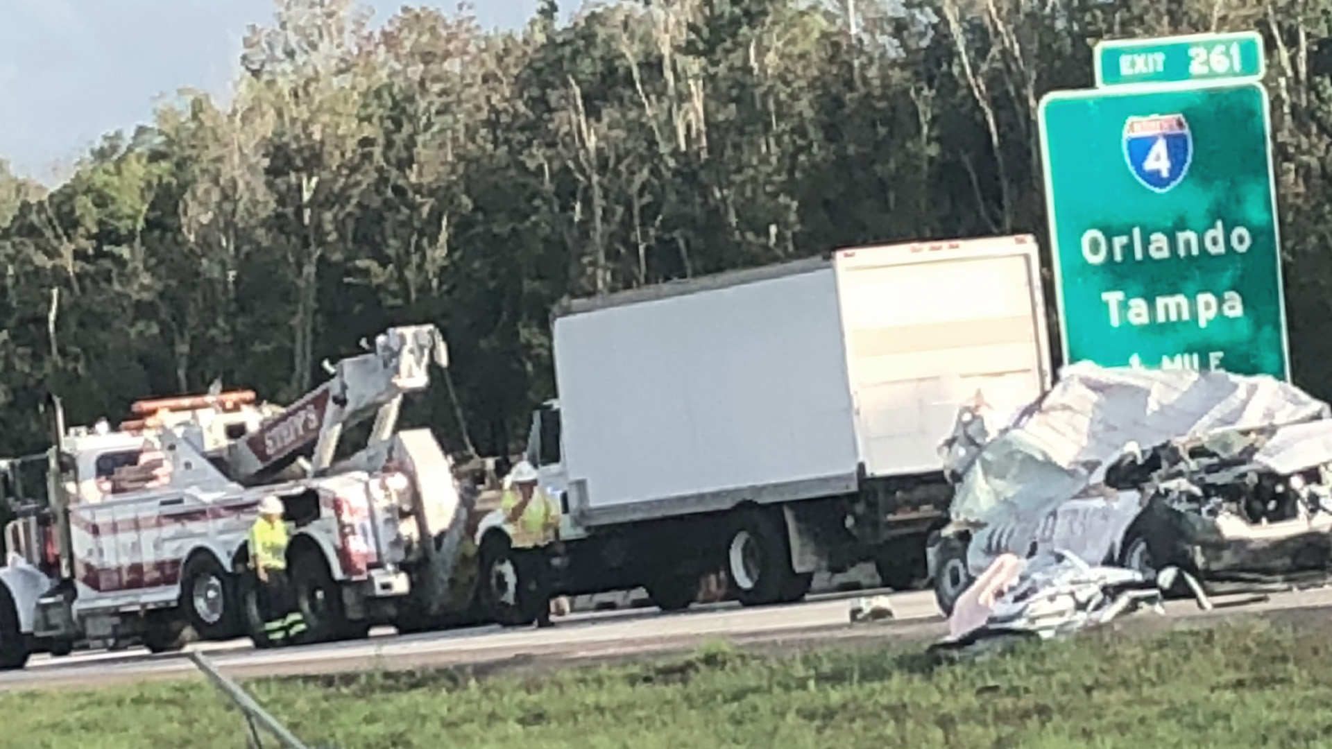 Crash shuts down I-75 southbound for hours, at least 1 dead | WFLA