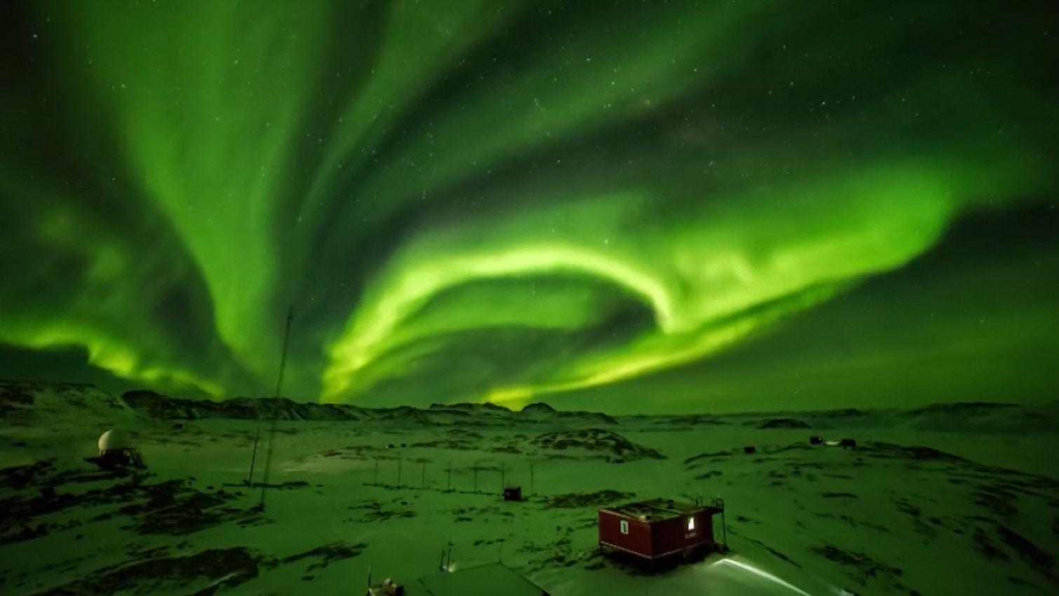 Spectacular aurora lights shine in Antarctica sky | WFLA