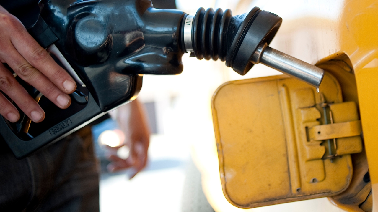Florida gas prices fall below $2 a gallon