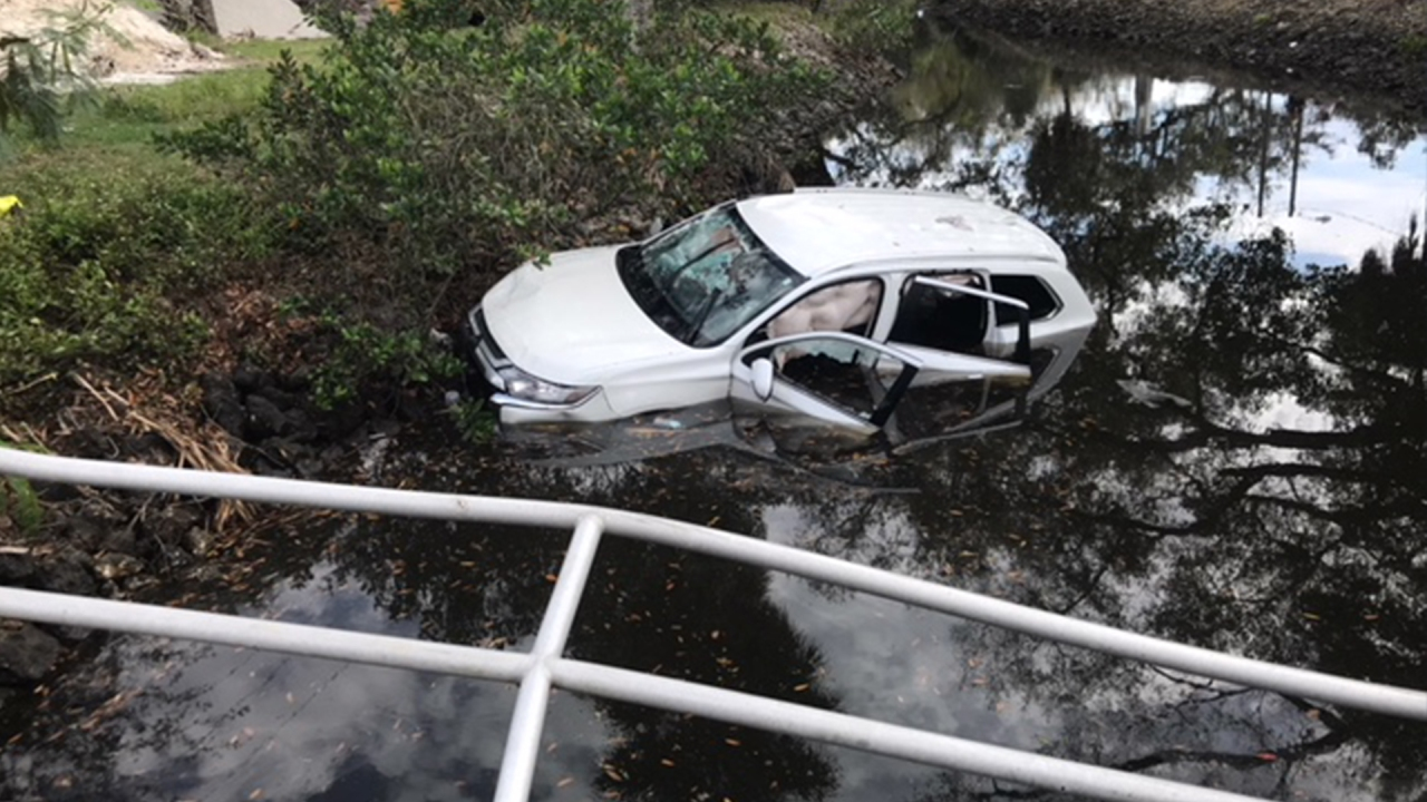 Woman in critical condition after hitting guard rail, crashing into canal in Tampa