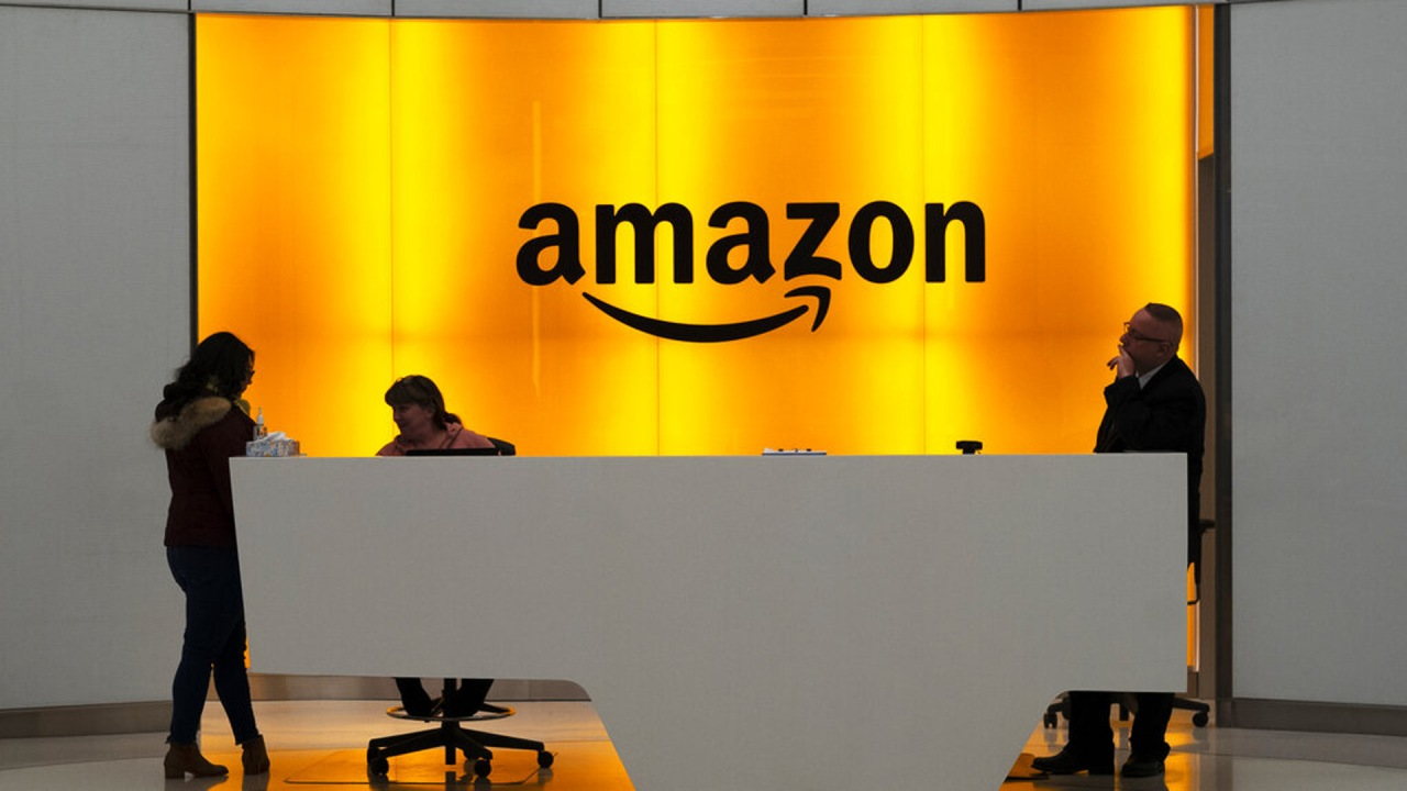 Amazon kicks off career fair with 33,000 work-from-home jobs up for gr... image
