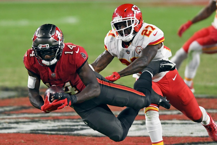 Tampa Bay Buccaneers fall to Kansas City Chiefs 27-24 in Week 12 | WFLA