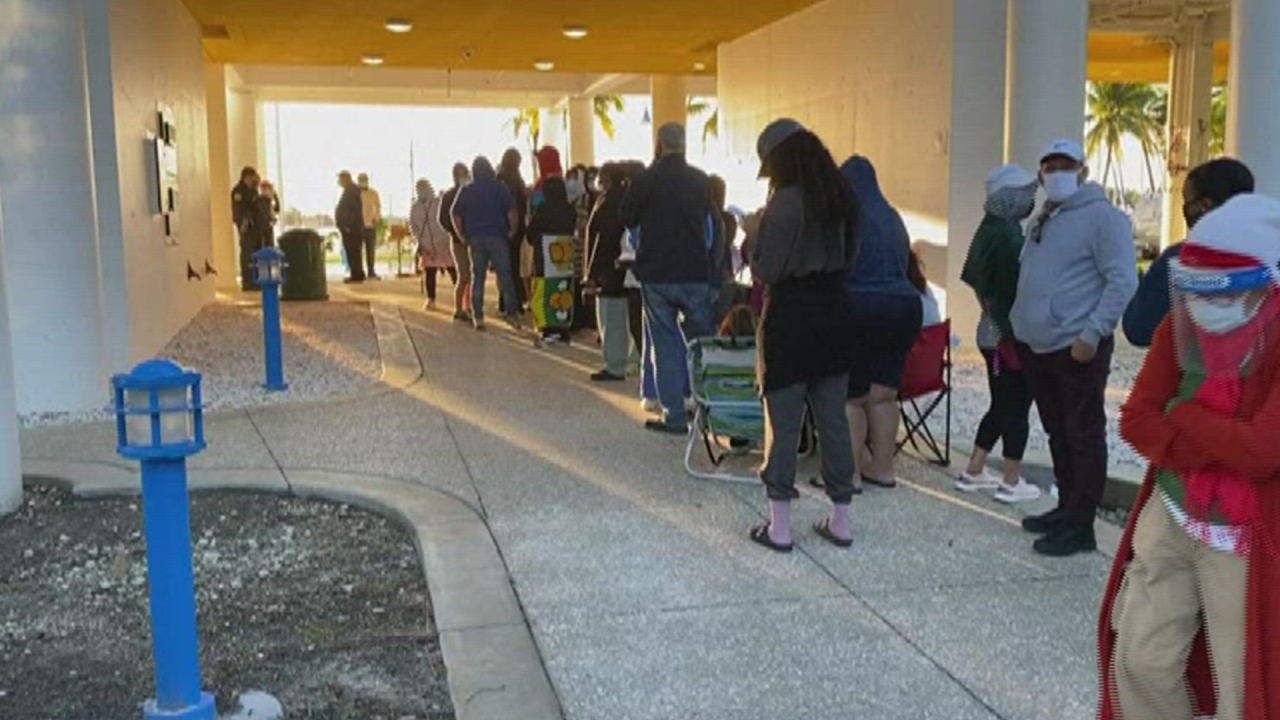 Hundreds Wait in Line for Hours for Free Publix Gift Card in Miami