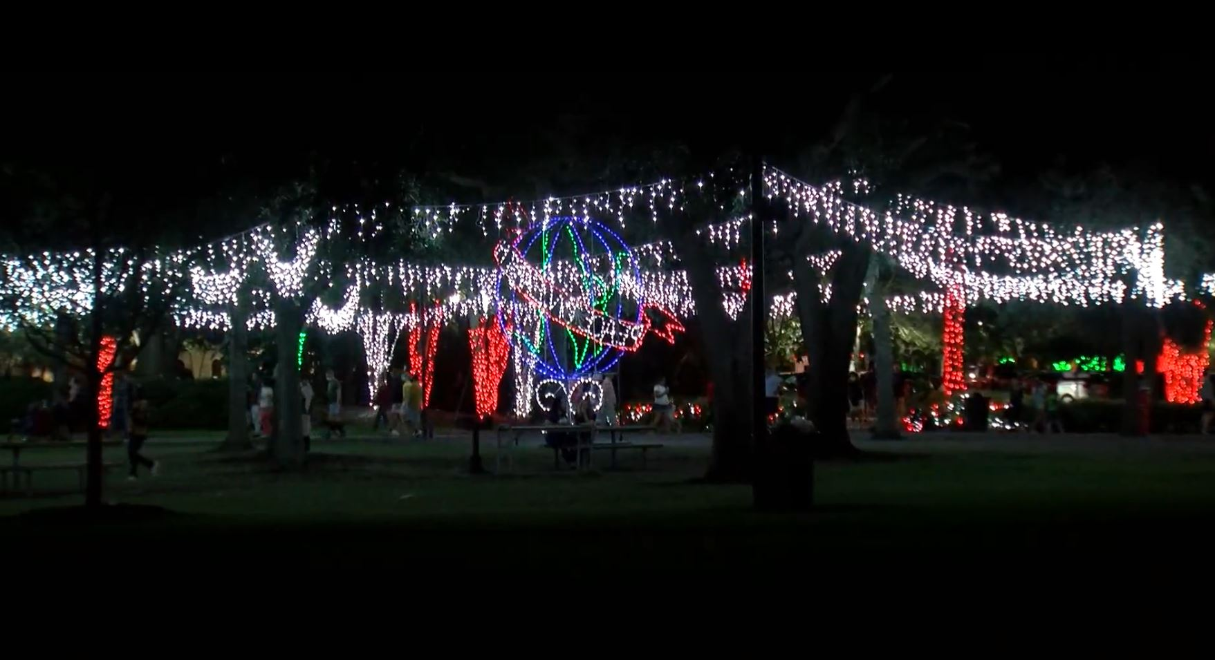 Christmas Lights In Tampa Florida 2021 Holiday Light Displays Events Still Going On In Tampa Bay Wfla