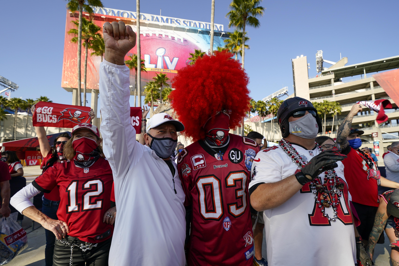 PHOTOS: Fans arrive at Raymond James Stadium ahead of Super Bowl ...