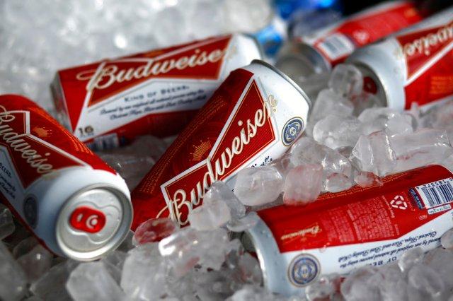 Budweiser ofrecerá cerveza gratis a quienes muestren que han recibido la vacuna  COVID-19   WFLA