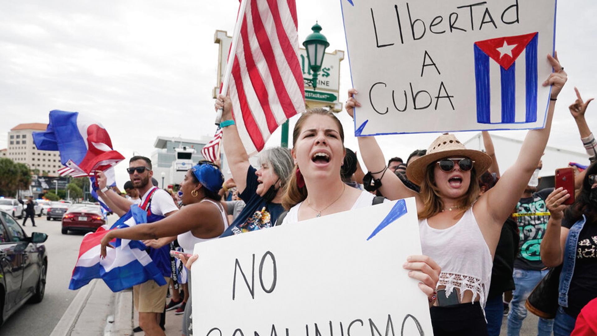 Manifestantes de Miami bloquean carretera para apoyar protestas cubanas |  WFLA
